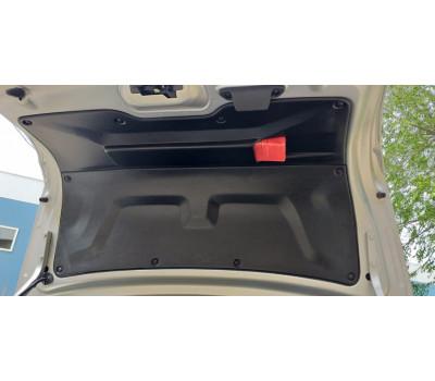 Обивка крышки багажника со знаком на Гранта FL седан