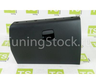 Крышка вещевого ящика нового образца с подстаканником на Лада Веста