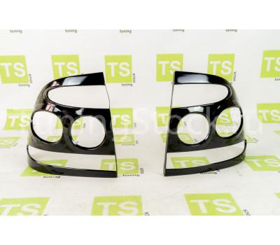 Накладки на задние фонари с разделителем в центе Приора седан, хэтчбек